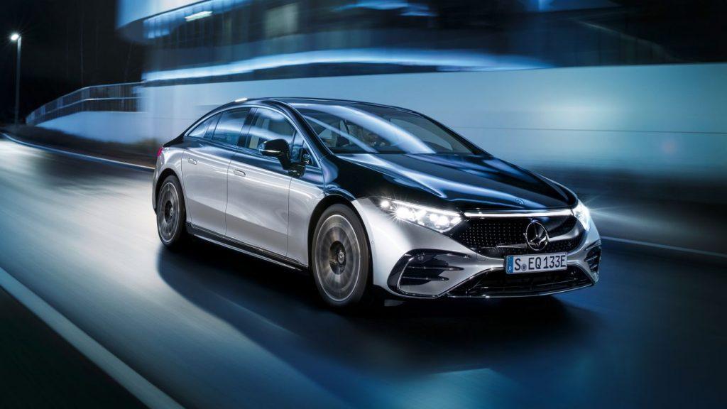 Bemutatkozott a világ első elektromos luxuslimuzinja a Mercedes EQS,  és megérkezett az új EQB is