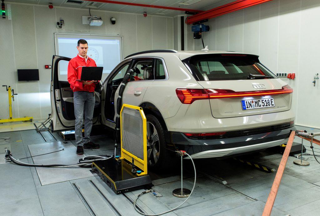 Audi Műszaki fejlesztés 20  Görgős vizsgálópad a járművek akusztikai, szilárdságtani és energiagazdálkodási analíziséhez